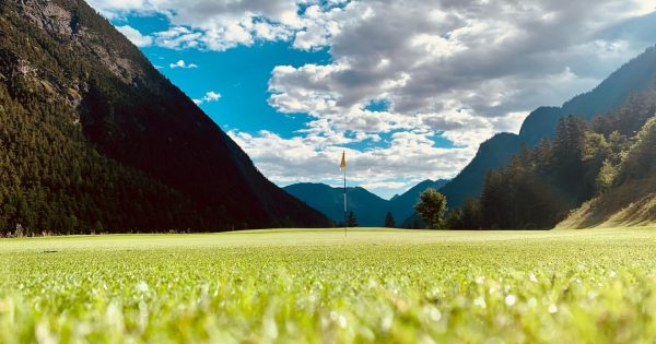 i love this place ⛳️🏌🏽♂️ #golf #greenkeeper #greenkeeping #golfcourse #mountains #alpin #alpingolfbrand #clouds ...