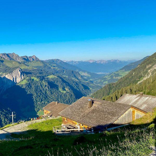 Ein.Bilck: Auf Oberüberlut Wo kann man das Alpleben besser spüren als hier oben. Auf der Alpe Oberüberlut...