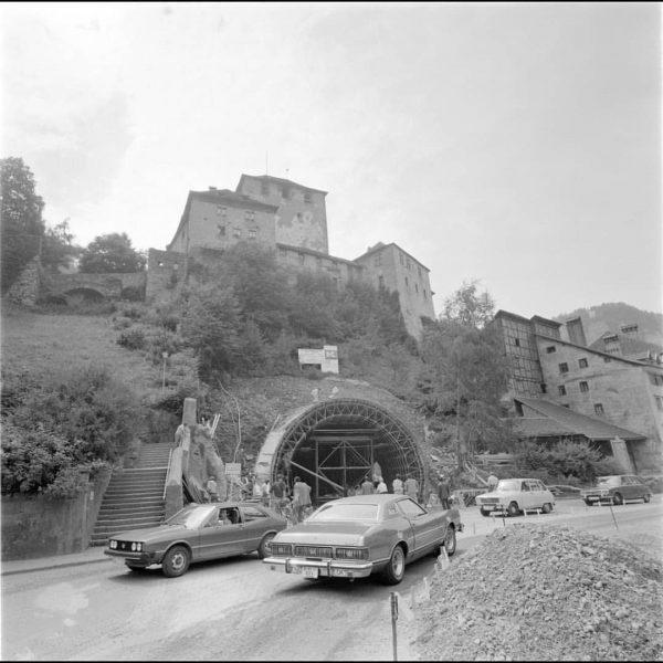Schattenburgtunnel Folge @alte_fotos_vorarlberg für mehr! Früher Standen rund um den Tunnel so gut ...