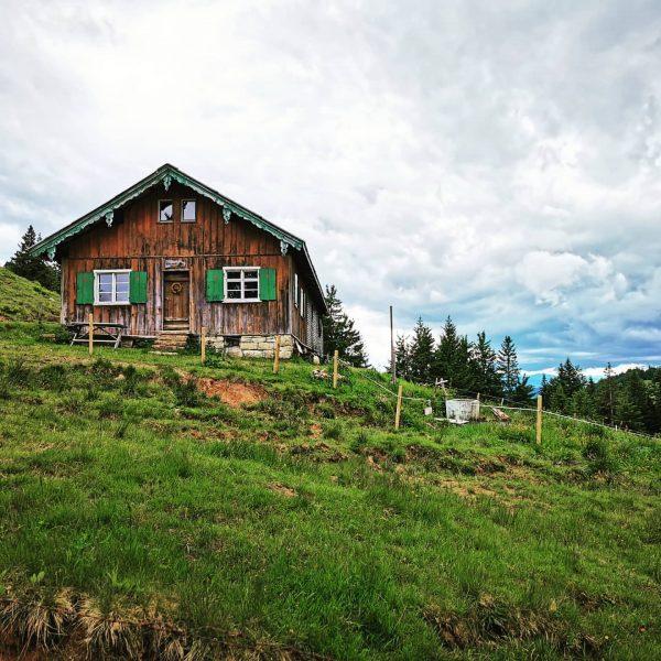 #hochhäderich #österreich #austria #bregenzerwald #urlaub #mountains #alpen #ig_nürnberg #igersgermany #igersnürnberg #igersnature #sceneryphotography #almhütte ...