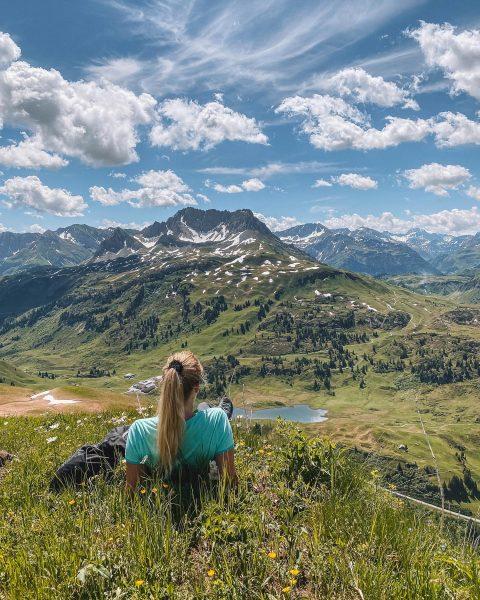 Ist dieser Ausblick nicht atemberaubend? 😍 Eine traumhaft schöne Wanderung die ich, Nina ...