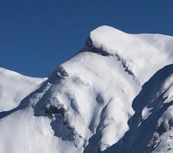 Was seht ihr hier in den Bergen versteckt? 👉🏼 Switch zum Bild 2 ...
