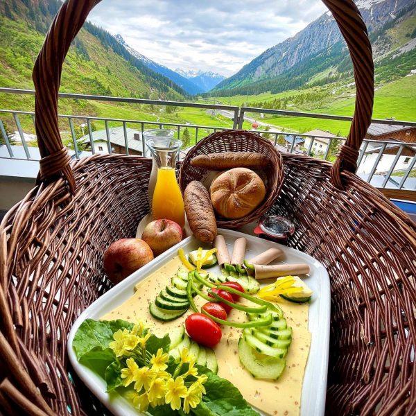 🌞 Good morning🌞 What a great vegan breakfast @mondscheinarlberg 😍🇦🇹. Special thanks to ...