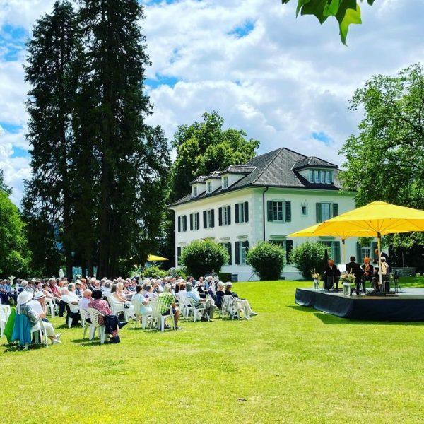 Wundervolle Matinee im Park heute Vormittag mit dem Symphonischen Schrammelquintett #wienermusik #schrammelklang #sommerimpark #kulturauffalkenhorst #sommersonntagsonnenschein