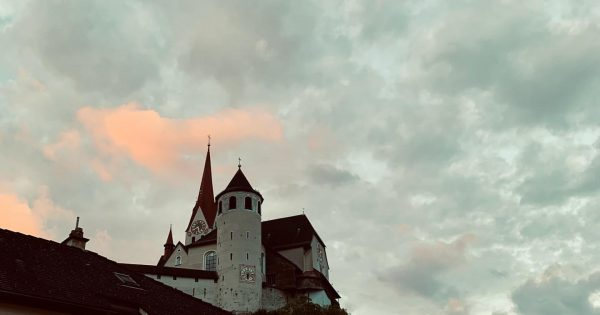 ⛪️ #rankweil #rankweilbasilika #basilika #cloud #clouds #💭 #mountain #church #rooftop #vorarlberg4u #vorarlberg @visitvorarlberg ...