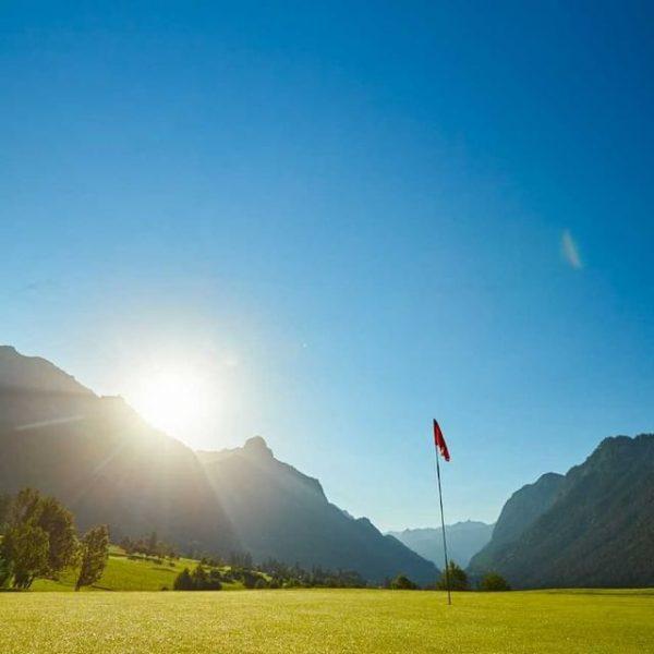 """Alpiner Golfgenuss im Süden von Vorarlberg. 💚 Aus der Serie """"Unsere 5 liebsten ..."""