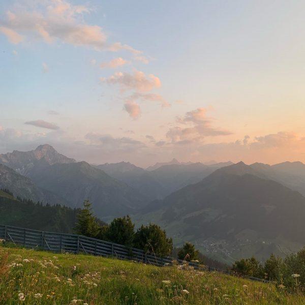 Sonnenuntergang auf dem Gehrenspitz✨☀️☺️ #derkleinwalsertalerrosenhof #heimkommen #dabinichgern #zwaergbartli #gemeinsam #wertschätzend #echt #lebendig