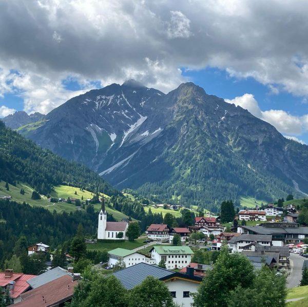 Höhenweg durchs Kleinwalsertal! #hirschegg #heuberglift #sonnaalp #höhenweg #mittelberg #zafernalift #wäldele #bergliebe #thaddeusimgepäck #wandernmitkind ...