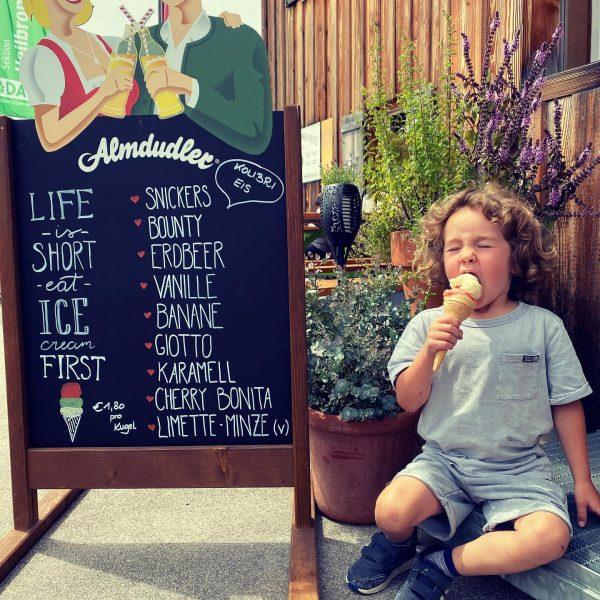 Eis, Eis Baby! #heilbronnerhuette #kolibrieis #dersommerkannkommen #bergliebe Neue Heilbronner Hütte