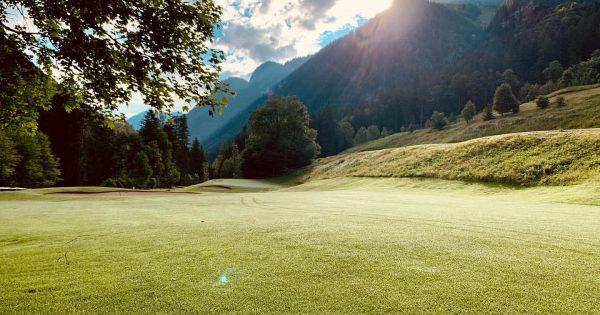 ⛳️🏌🏽♂️ #golf #greenkeeper #greenkeeping #golfcourse #mountains #alpin #alpingolfbrand #clouds #favouriteplaces @alpingolfbrand #vorarlberg4u @visitvorarlberg