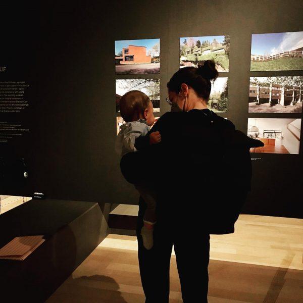 Man ist nie zu jung für einen #ausstellungsbesuch 🤗 #c4architekten #karlsillaber #architekten #wohnen ...