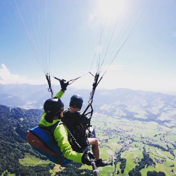 #feelfree #leben #freiheit #demhimmelsonah #paragliding #gleitschirmflug #1700m #bodensee #bregenzerwald #himmel #wolken #withmygirl Seilbahn ...