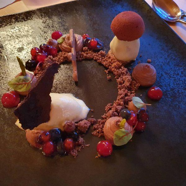 Mmhhh😋 so feines Dessert im #sonnelifestyleresortbregenzerwald #relaxbestpic @relaxguide #sonne #mellau #bregenzerwald #sonnelifestyleresort #wellness #erwachsenenhotel Sonne Lifestyle Resort...