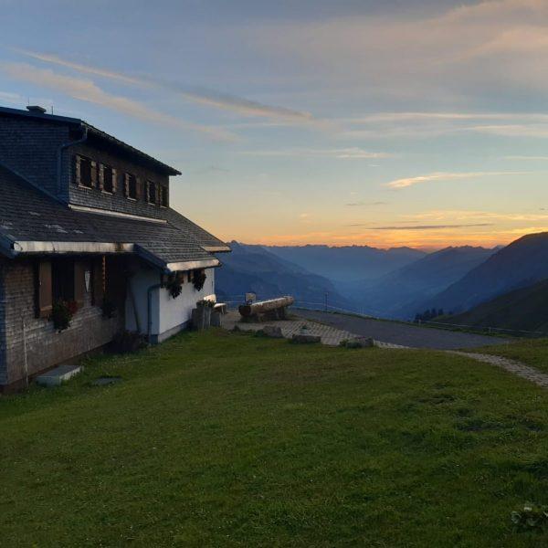 Gute Nacht @grosses_walsertal 🙋🏻♀️😴 #biberacherhütte #lechquellenrunde #grosseswalsertal #bregenzerwald #nofilterneeded Biberacher Hütte