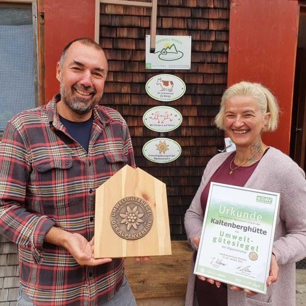🏆 Umweltgütesiegel für die Kaltenberghütte - unsere Hüttenwirte Lidija und Markus sind sichtlich ...