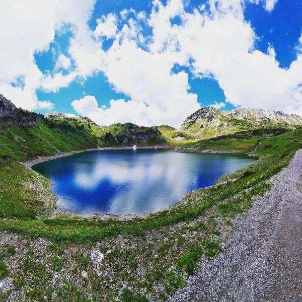 Eine unbeschreibliche Landschaft ❤🐮🐴⛰🏔🏞 #formarinsee #österreich #austria #wanderlust #mountains #nature #naturephotography #hiking #visitaustria ...