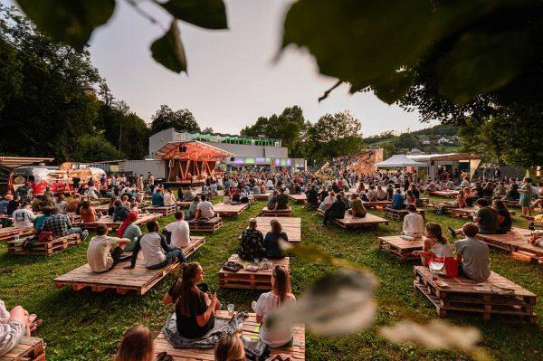 Wir freuen uns 🎶😎. Das @poolbarfestival startet heute wieder und bietet bis 15. ...