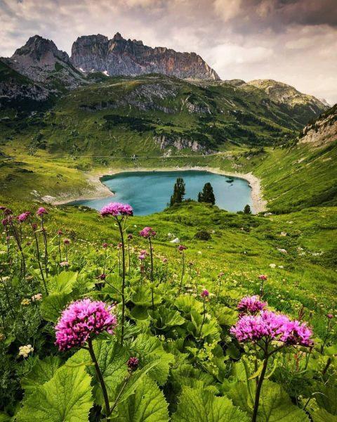 Formarinsee, Vorarlberg 🇦🇹 ⛰ Photo by 📸 @raab_stefanie ⛰ Follow us for more ...
