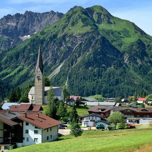 Der Tag beginnt mit einer Sesselliftfahrt #zafernalift #kleinwalsertal #wanderlust #bergwelten Kleinwalsertal Österreich