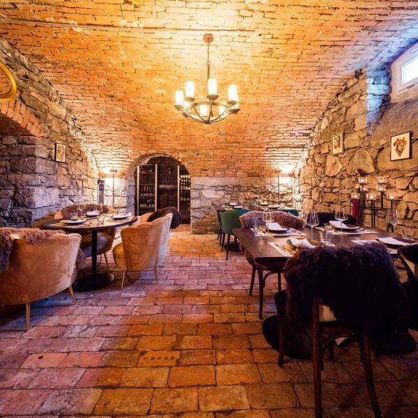 Der Genuss macht im Hörnlingen vor der Kellertür nicht halt! 🥂🍾 Mit Weinbar ...