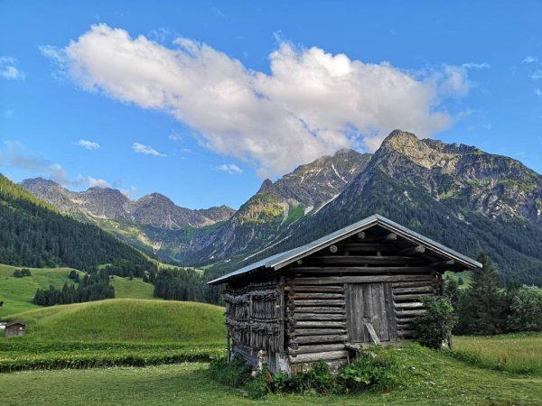 Wanderlust - Auftakt🌄🏃🏻🇦🇹 #kleinwalsertal #mittelberg #wandern #wanderlust #hiking #sun #mountains #alps #berge #österreich ...