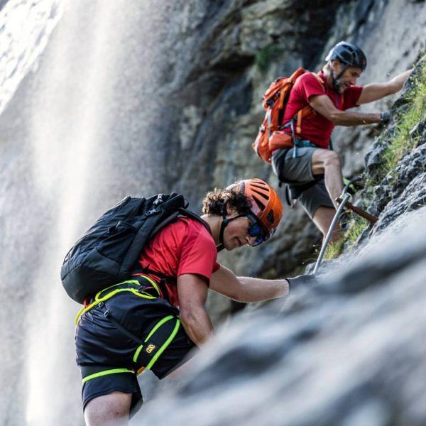 Der imposante Klettersteig durch die 600 m hohe Fallbachwand wurde von Vierhauser Roland, Gantner Manfred und Ranner...
