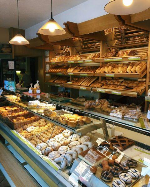 Ein guter Urlaubstag startet mit einem guten Frühstück. 🥐 In der Bäckerei Fetz ...