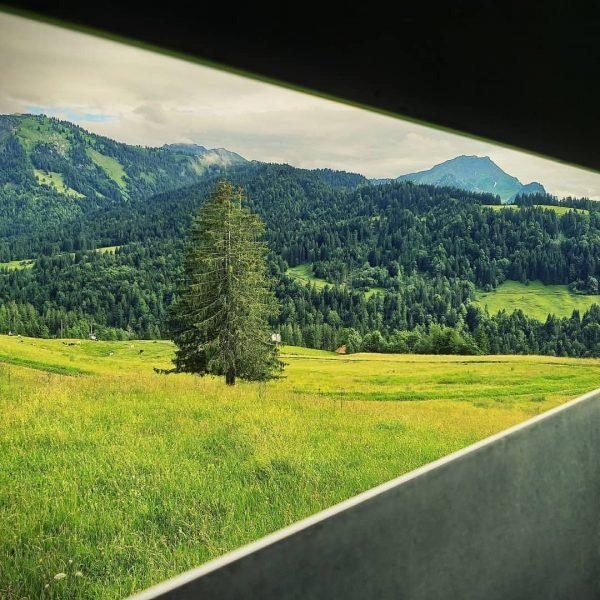 Ausblicke, Einblicke, andere Rahmung - neue Perspektive... . #geometric #geometry #alps #visitvorarlberg #bregenzerwald ...