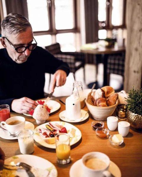 Bei schlechten Wetter, genießen Sie unser Langschläferfrühstück mit unseren frischen regionalen Produkten wie ...