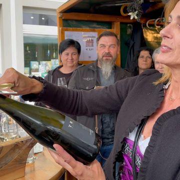 … und Frau Bürgermeister durfte eine Flasche köpfen. #hohenems #vorarlberg Hohenems, Vorarlberg