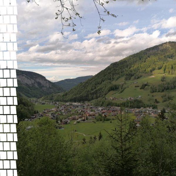Ein Blick um's Eck ist heute ein Blick vom Aussichtspunkt Bödelesegg hinunter auf ...