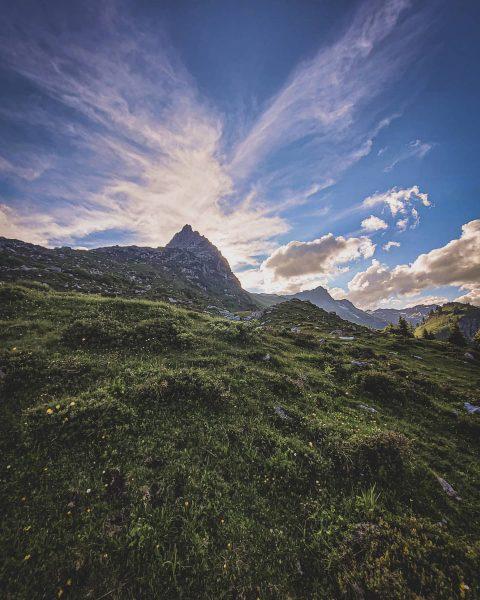 The good Night #alpsee #klostertal #lechzuers #unser_arlberg . . . #ufwäg #ufwaeg #vodussa #austria #austrianroamers #austriavacations #discoveraustria...