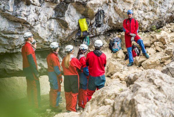 Beim dem ganzen Regen bietet die Schneckenloch Höhle in Schönenbach den perfekten Unterschlupf! ...