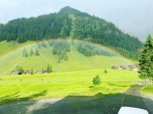 Regenbogenwetter #rainbow #nenzingerhimmel #alps #somwhereovertherainbow Nenzinger Himmel