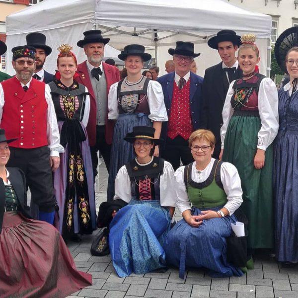 Schöner Reigen der verschiedenen Talschafts-Trachten bei der Hohenemser #Trachtenschau. #Identität #Heimat #Tradition Repost ...