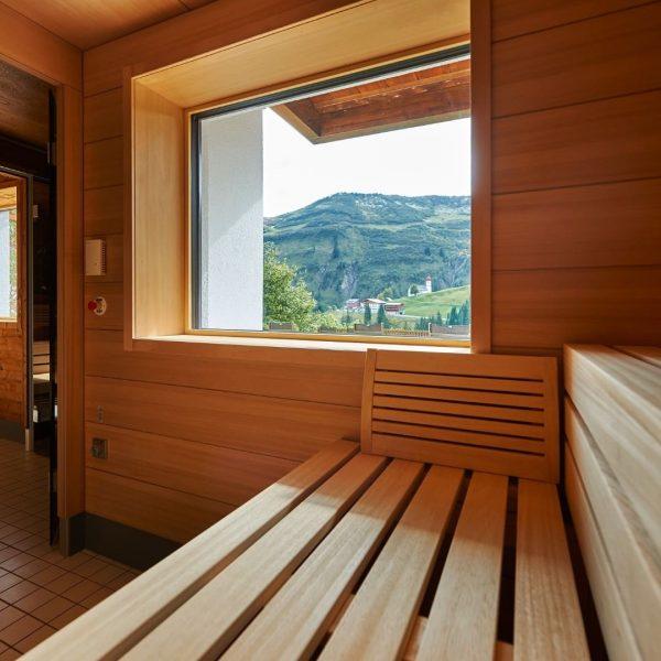 Unsere Saunen mit Ausblick laden zum Entspannen ein. Was unser Wellnessbereich alles zu bieten hat? finnische Sauna...