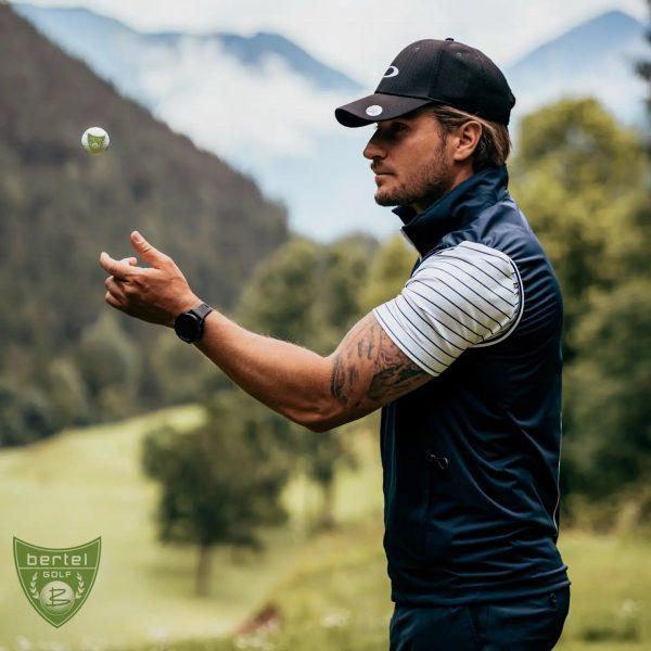 T -5min, Zeit zu fokusieren 👁⛳ #brandnertal #golfaustria #vorarlberg #golfball #landschaftsfoto #fokusmodus #tattooedpeople ...