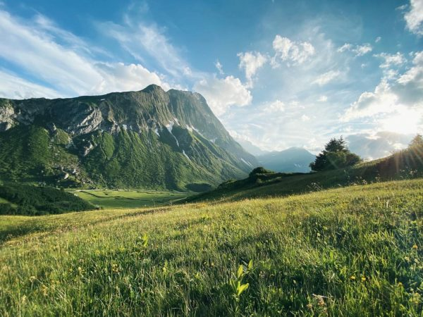 Naturliebhaber aufgepasst 💚 👉🏼 Von den Aadla Chalets aus wanderst du über die ...