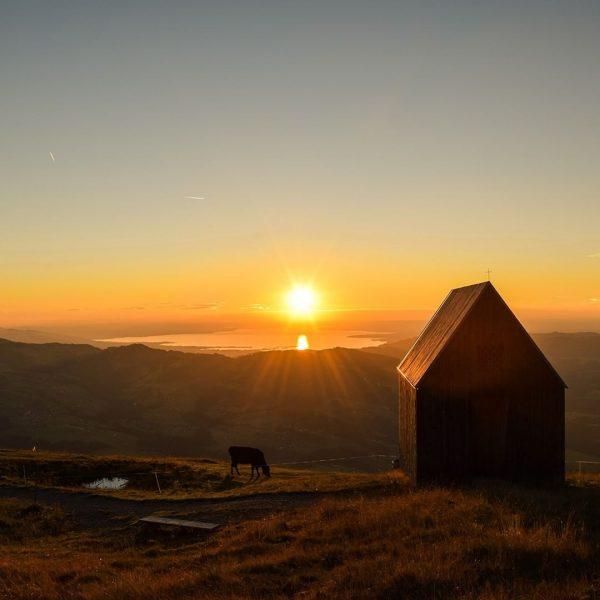 Wir lieben Sonnenuntergänge wie diese 😍 Habt ihr auch Lust bekommen? Dann fahrt ...