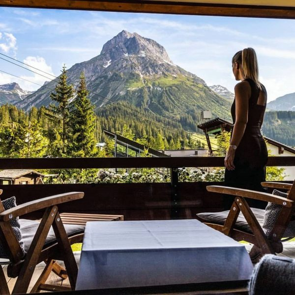 We ❤ rooms with the view like this! Reposted from @lisa_pint Time-out @derberghof ...