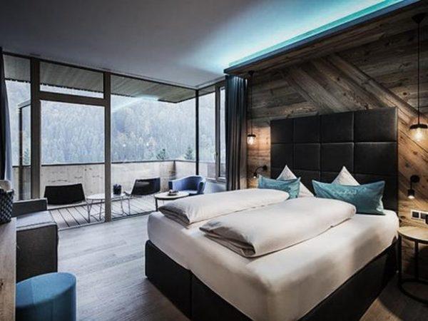 Bergchic! . . Abends im Bett die Schäfchen zählen oder doch lieber den Sternenhimmel vom Balkon aus...