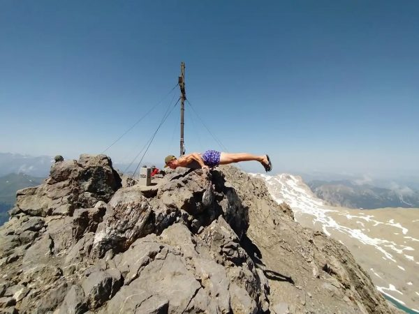 Calisthenics on the hike again - at 2965m on Schesaplana in the Austrian ...