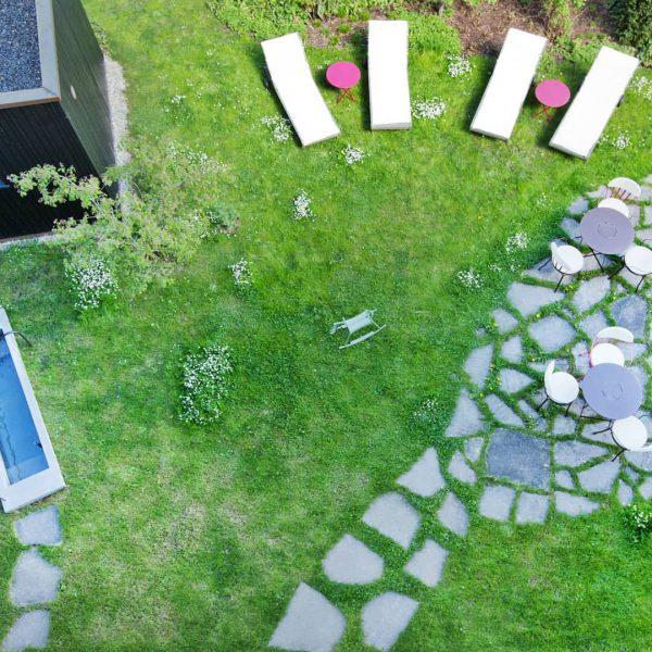 Der Kronengarten - Ein Wohlfühlgarten #kronehittisau #hittisau #bregenzerwald #kronengarten #urlaubsarchitektur #urlaubdaheim #urlaubinvorarlberg #visitbregenzerwald ...