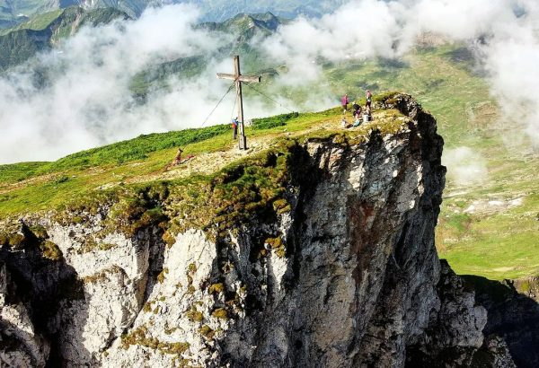 Der Gipfel des Hohen Ifen ist mit einer Aufstiegsleistung von 900 Höhenmetern von ...