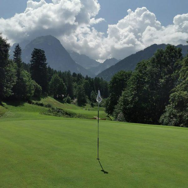 Super Tag auf dem Golfplatz ⛳. Hochsommer stark vergünstigte Greenfees ab 16 h.. ...