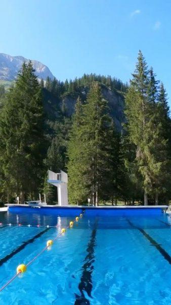 Ein perfekter Start in den Tag ☀️🏊🏔 #lech #austria #beautiful #sun #summer #waldbadlech ...