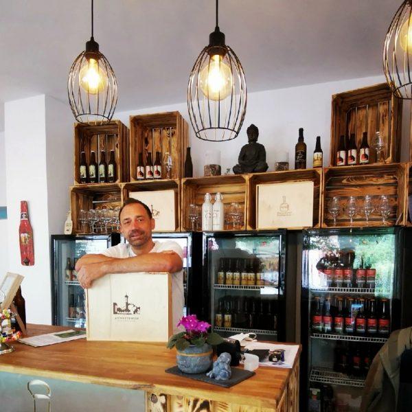 ZU BESUCH BEI... Biersiederei in Schruns. Heinz als Biersommelier hat sich dem Slow Brewing verschrieben. Im Gegensatz...
