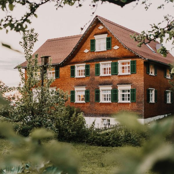 Ankommen im Baudenkmal. #mesmerhaus #auszeit #aussicht #seeblick #urlaubimbaudenkmal #bodensee #baumeisterjuergenhaller #urlaubsarchitektur #apartments #architektur ...