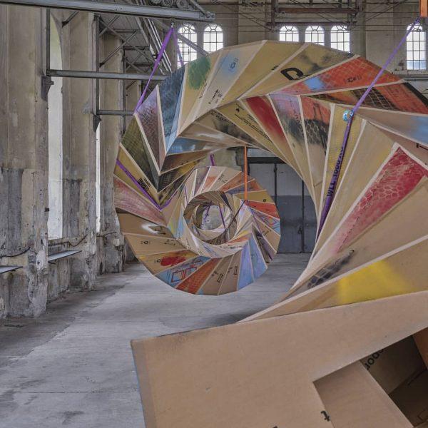 UNPREDICTABLE Peter Sandbichler zeigt im Kunstraum Dornbirn zwei gigantische Skulpturen: die 26 Meter ...