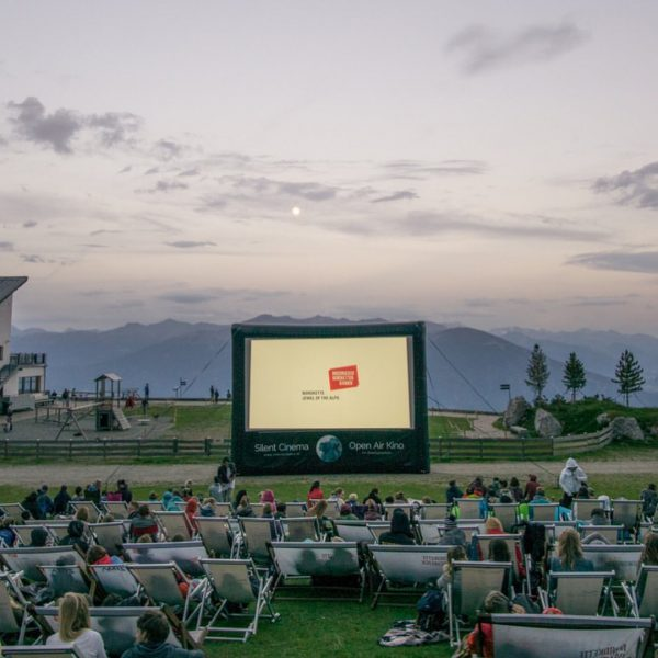 Österreichs größte Sommerkino Tour besucht die schönsten Orte im Land und kommt dabei ...